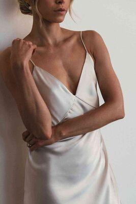 Merry See Sırt Dekolteli Uzun Saten Gecelik Elbise Beyaz-MS2329 - Thumbnail